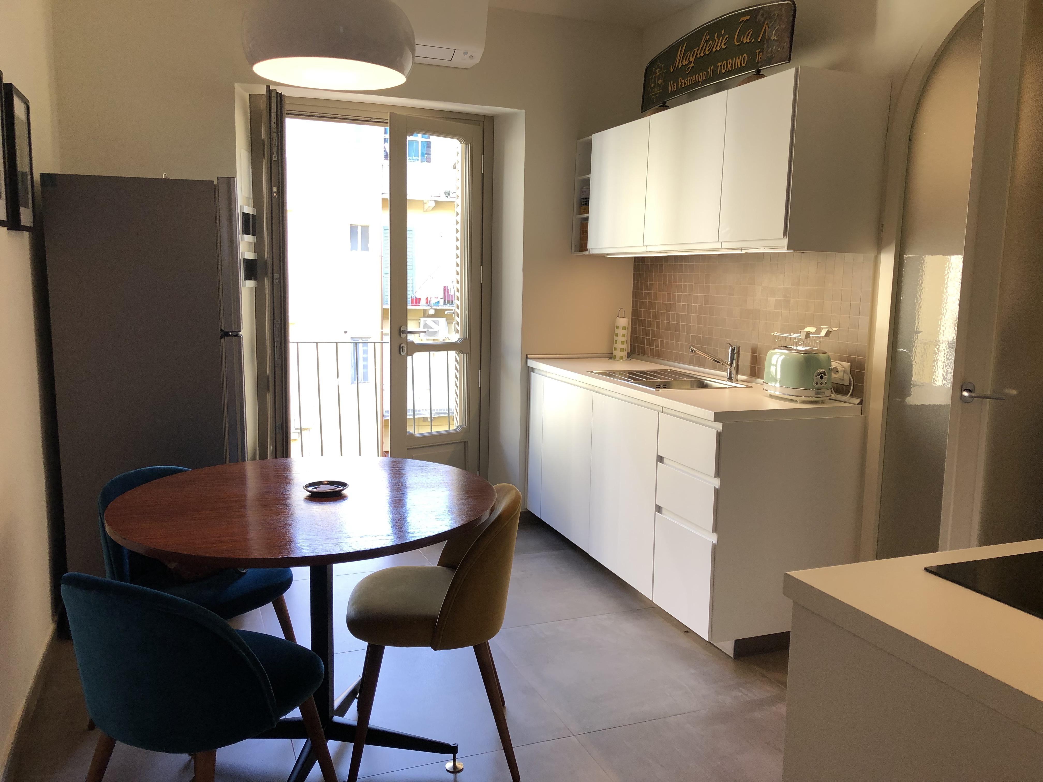 In affitto appartamento arredato e ristrutturato crocetta for Affitto torino arredato