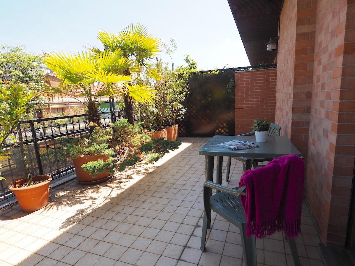 In affitto attico con terrazzo panoramico crocetta torino for Affitto bilocale arredato torino crocetta