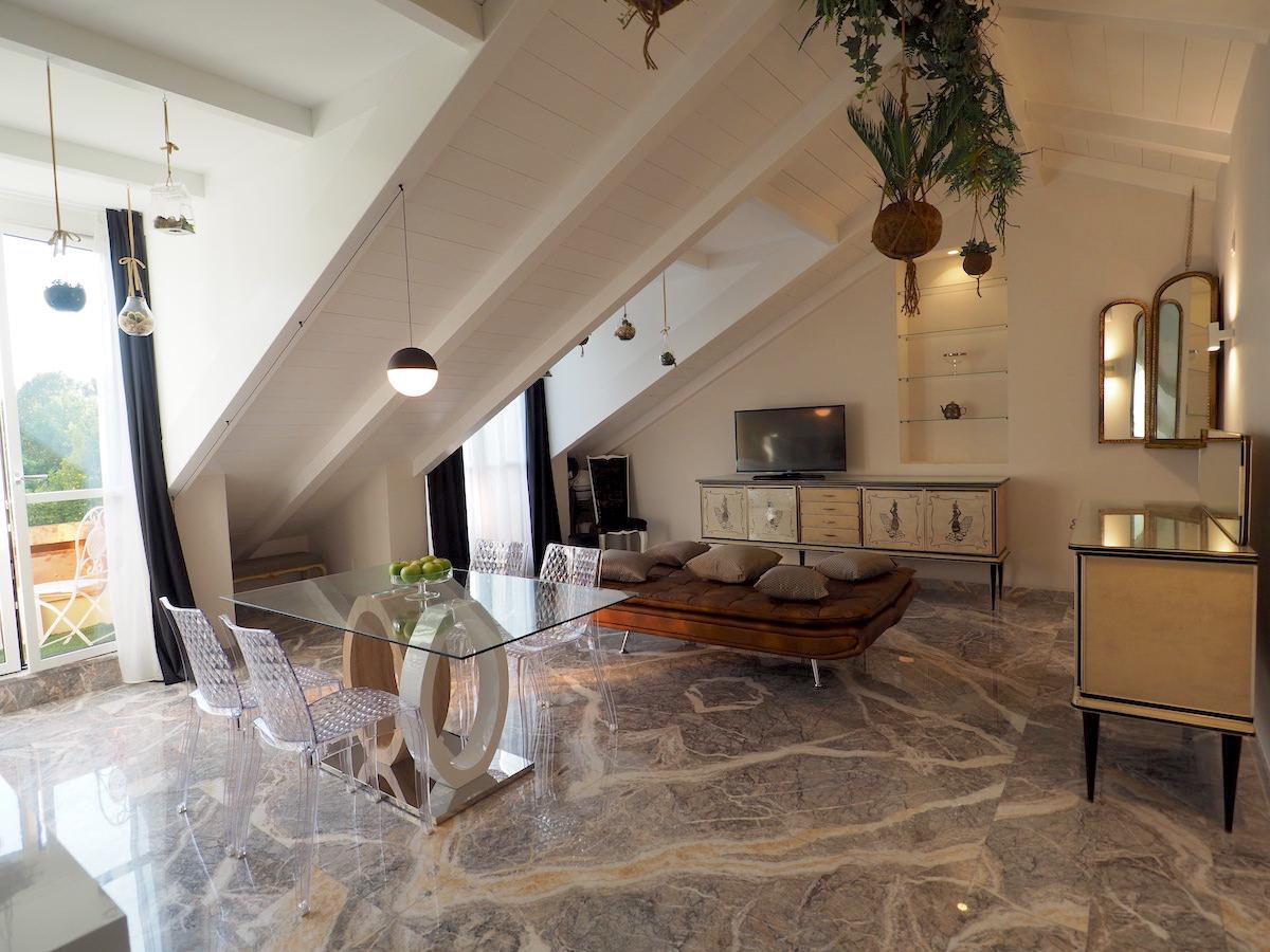In affitto bilocale di design con terrazzini giardini for Affitto bilocale arredato torino crocetta