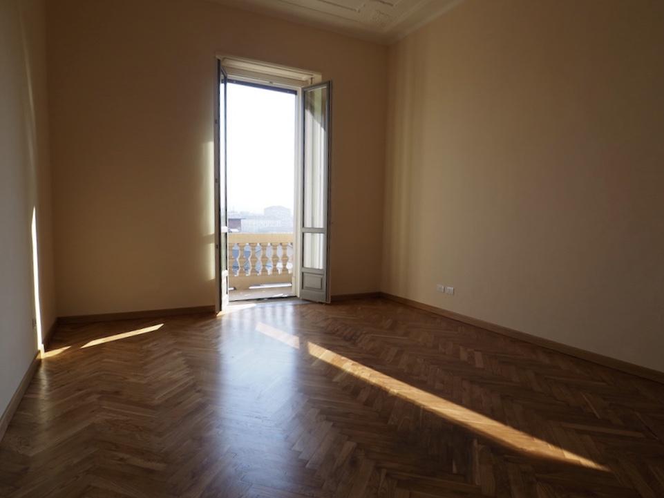 In affitto panoramico appartamento ristrutturato 155 mq for Affitto bilocale arredato torino crocetta
